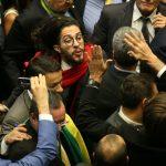 Relator pede suspensão de mandato de Jean Wyllys por cuspir em Bolsonaro