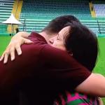 Mãe do goleiro Danilo, da Chapecoense, comove ao oferecer abraço a repórter em entrevista; assista