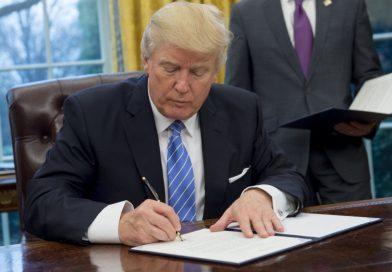 Trump proíbe estudante trans de escolher banheiro que vai usar