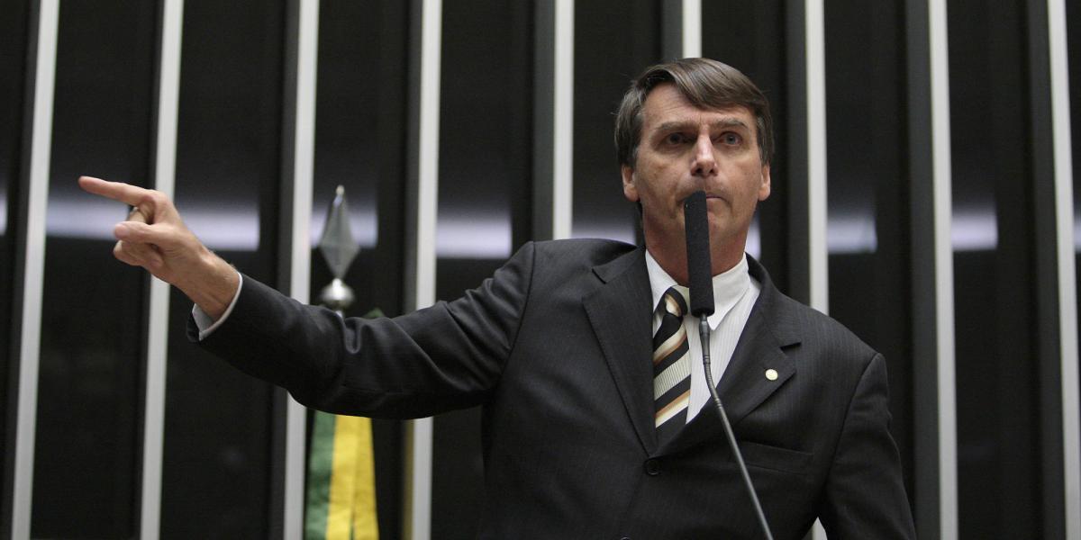 Bolsonaro promete ministério 50% militar e dispara: