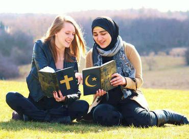 """Muçulmanos e cristãos não adoram o mesmo deus, """"Allahu Akbar"""" não significa """"Deus é grande"""". Entenda"""
